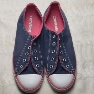 Navy & pink converse low top all stars guc